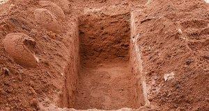 لالچی شخص نے والدین کی قبر سے ہڈیاں چُرا لیں