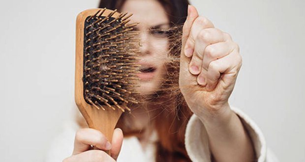 سردیوں میں بال روکھے ہو جائیں تو کیا کریں؟