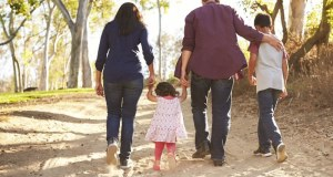 بچوں کی بہترین پرورش کے ساتھ والدین اپنا خیال کیسے رکھیں؟