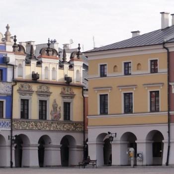 Zamość Rynek miejski z najpiękniejszymi w Polsce kamienicami z arkadami