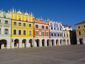 Zamosc Wielki Rynek renesansowe kolorowe kamienice ormianskie