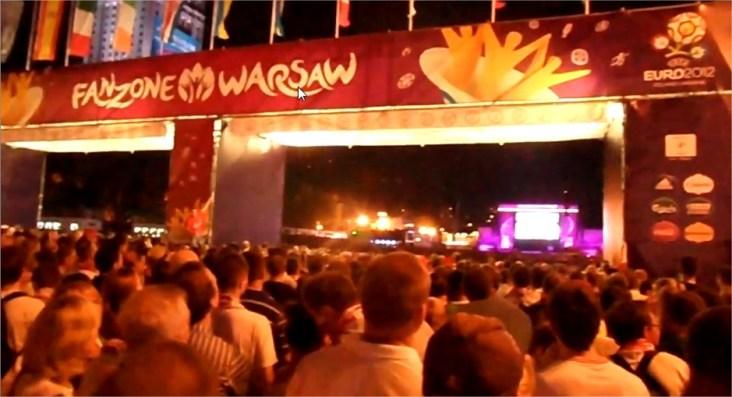 Kibice na meczu Euro2012 Polska - Czechy w Warszawa Fanzone Strefie Kibica w Warszawie