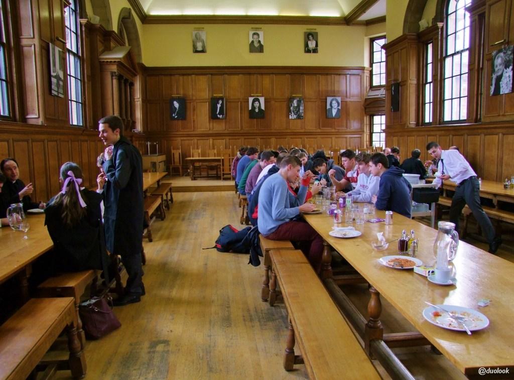 Stołówka na Uniwersytecie Oksford jedzenie śniadanie Hertford