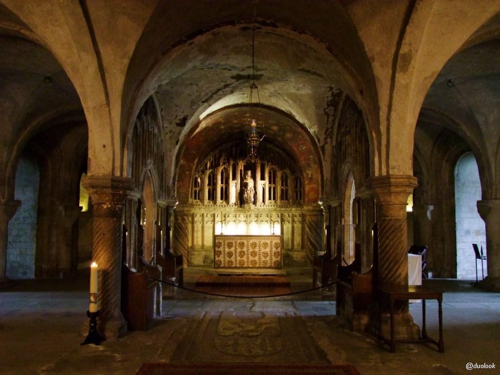 the-crypt-krypta-romanska-katedra-canterbury-kent-anglia-pozdroze-009-architektura-sklepienia