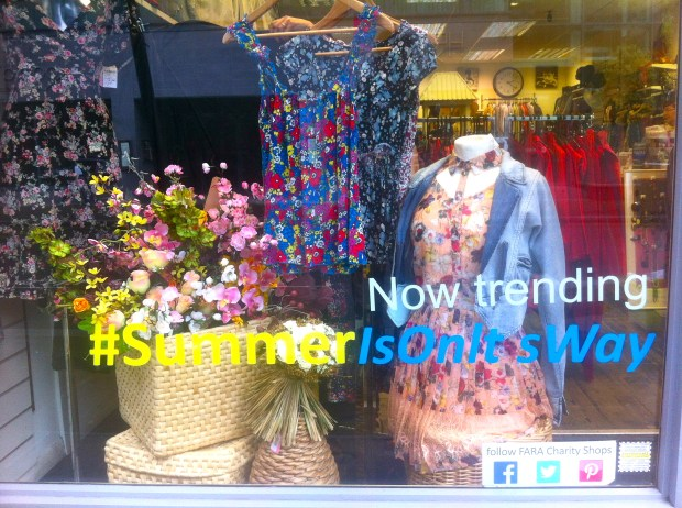 fara-charity-shop-ealing-broadway-sklep-ciuchy-londyn-social-media