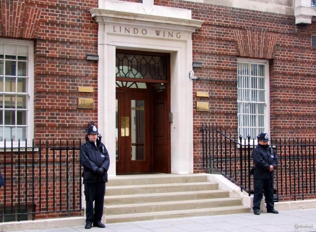 Lido Wing szpitala Świętej Marii w Paddington tutaj Kate Middleton i księże William z nowonarodzoną księżniczką