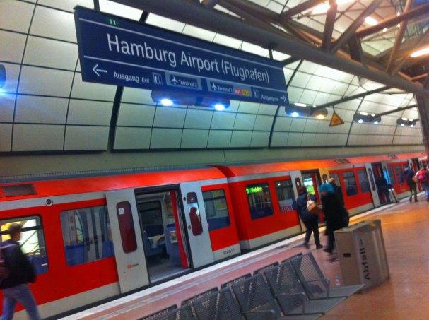 hamburg-airport-s1-sbahn-kolejka-na-lotnisko-w-hamburgu-ohlsdorf