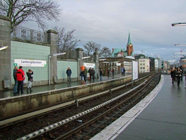 u3-landungsbrucke-ubahn-hamburg-komunikacja-linie-metra