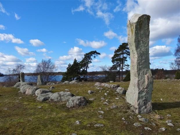 szwecja-Hjortahammar-cmentarzysko-wikingow-kamienne-kregi-kurchany-blekinge