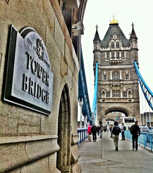 londyn-angielska-pogoda-tower-bridge-most-atrakcje-londynu-tamiza-anglia-mgla-deszcz-zwiedzanie