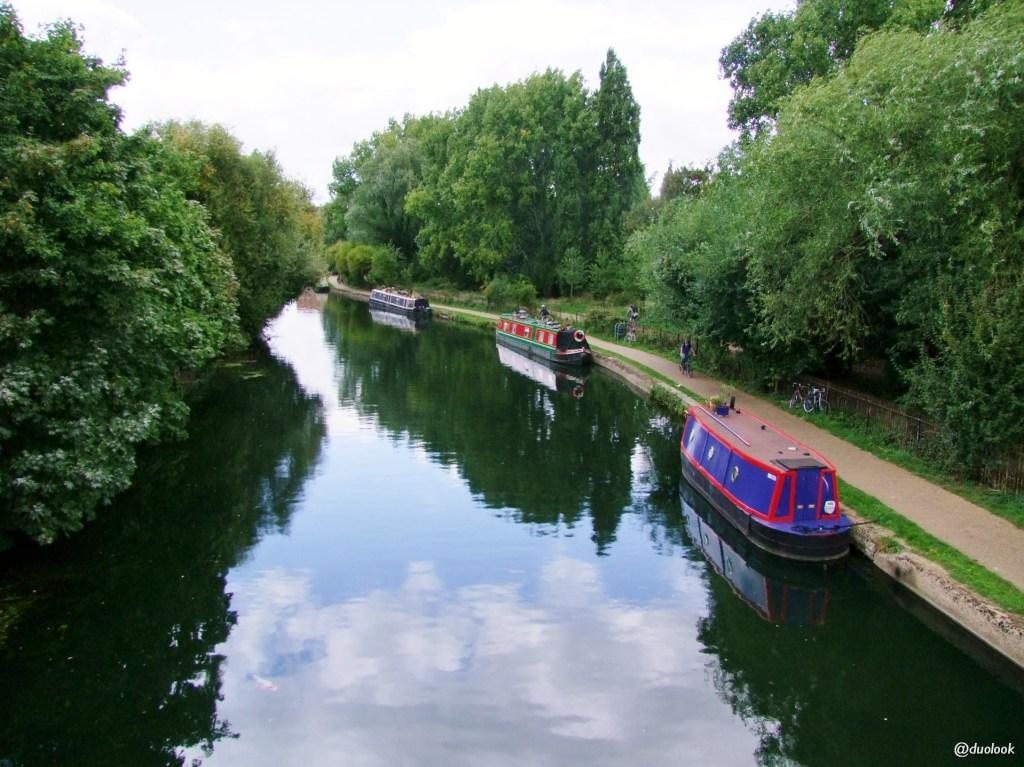barki w Londynie życie poswojemu