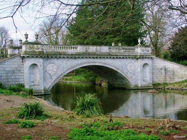 romantyczny-most-w-parku-w-londynie-chiswick-gardens-atrakcje-wielka-brytania-05