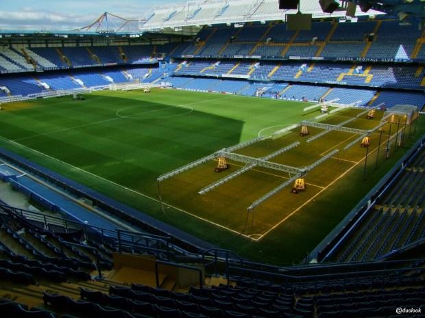 murawa-trybuny-stadionu-chelsea-stamford-bridge-angielskie-zwiedzanie-atrakcje-londynu-pilka-nozna-19