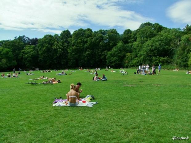 na-trawie-relaks-hampstead-heath-londyn-10