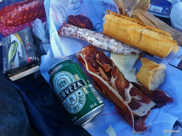 piknik-na-plazy-w-barcelonie