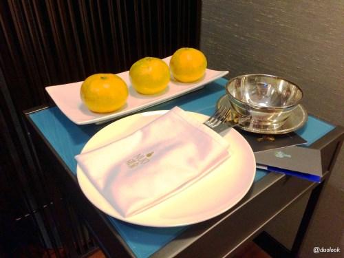pomarancze-w-pokoju-hotel-pekin