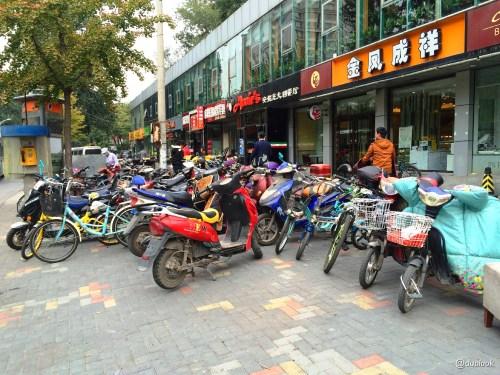 ulice-pekinu-chinskie-skutery