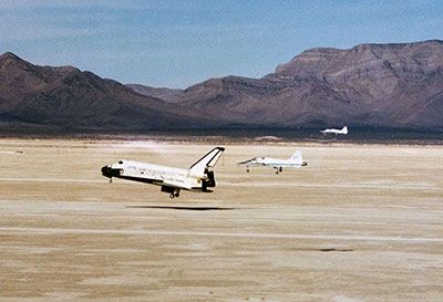 t-38 chase planes with space shuttle sts-3