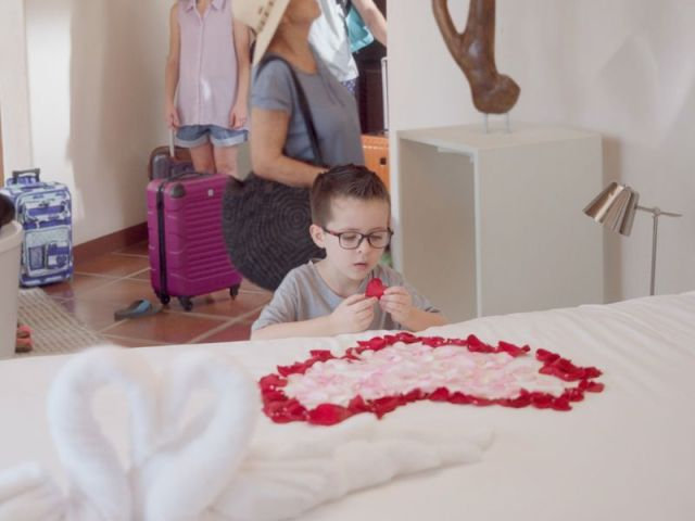 travelocity debuts first ads from new aor doner amid travel surge - Travelocity debuts first ads from new AOR Doner amid travel surge