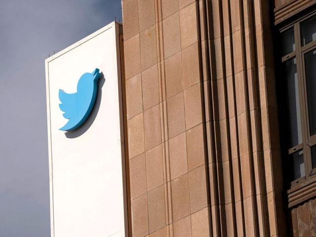twitter posts strong sales forecast on bounce back in ads - Twitter posts strong sales, forecast on bounce back in ads