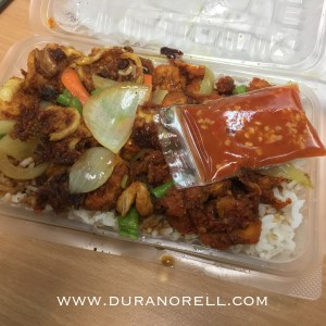 Order secara online nasi berlauk untuk makan lunch menggunakan perkhidmatan Food Delivery Kuala Lumpur