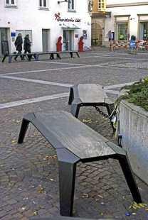 Graz-Lendviertel-Designbänke-aus-Holz