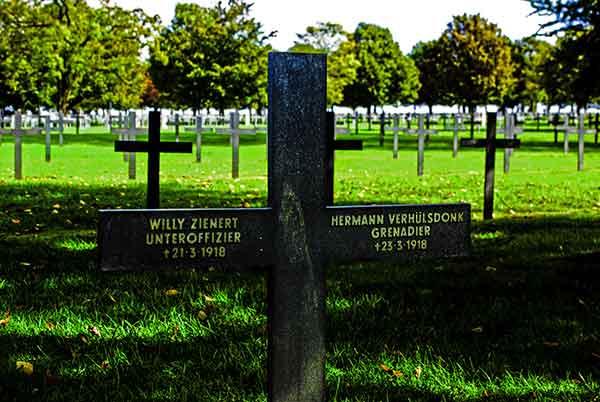 Neuville-Saint-Vaast-Deutsches-Soldatengrab