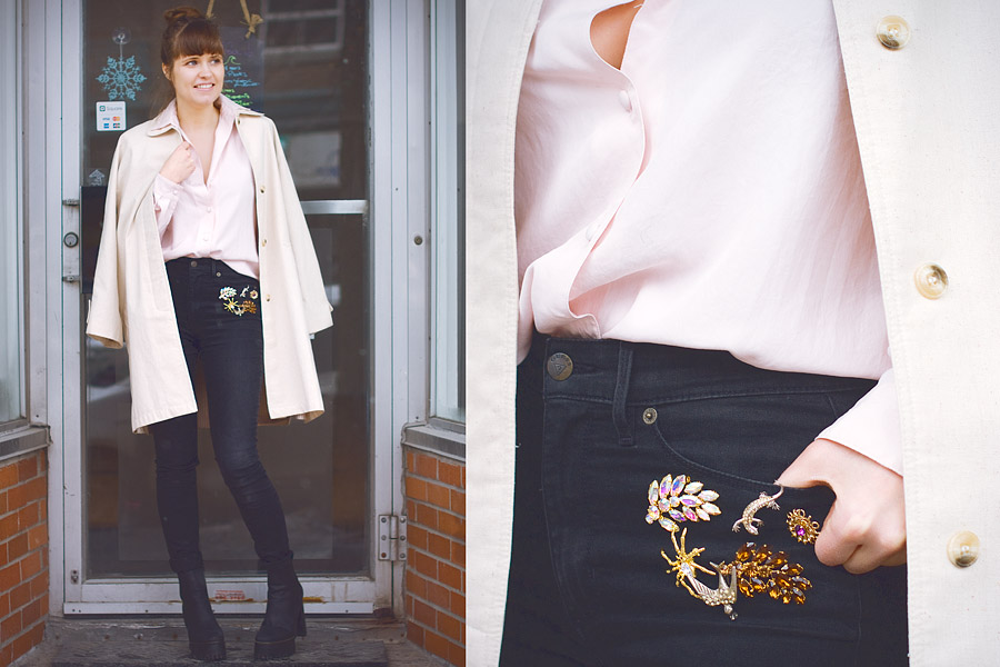 How to wear vintage brooches?Decorate your jeans in a tight layout