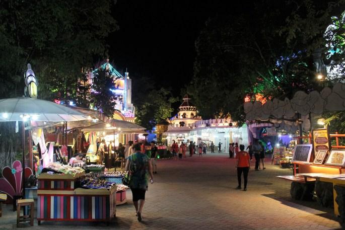 Phuket Fantasea sokakları...