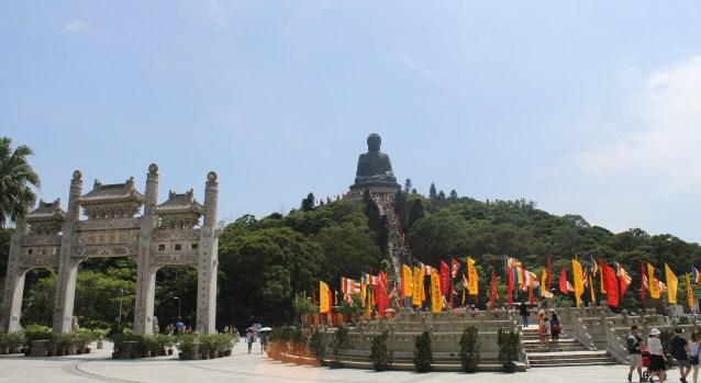 Bronze Buddha ve Po Lin Manastırı'na uğramayı ihmal etmeyin.
