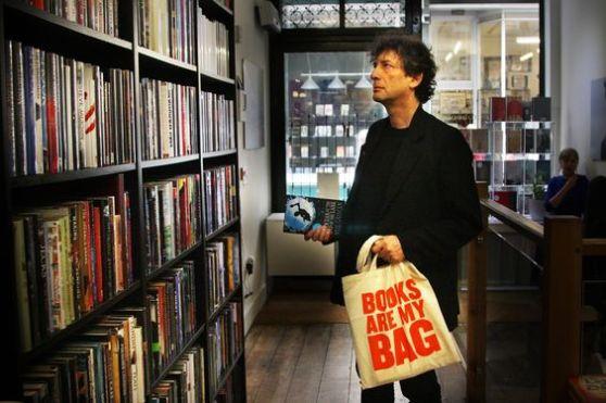 Neil Gaiman - Günümüzün önemli yazarlarından birisi.
