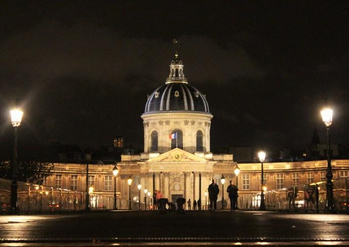 Institut de France, Seine nehri kıyısındaki muazzam bir yapı