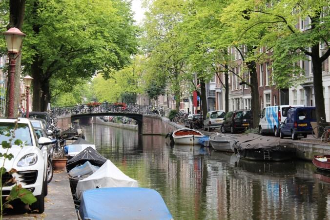 "Amsterdam tam bir ""kanallar şehri"""