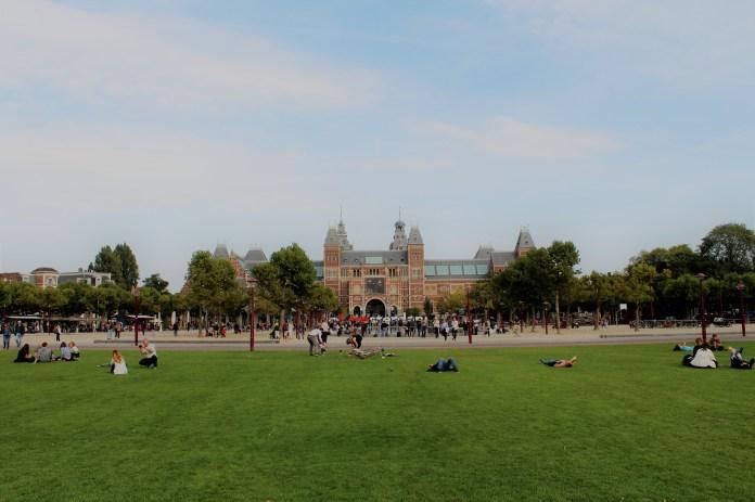Amsterdam parkları insanı sükunete davet ediyor.