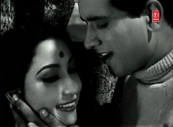Manoj Kumar and Mala Sinha in Hariyali aur Raasta
