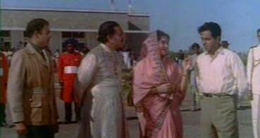 Sunita introduces Vijay as Mahender Singh's son