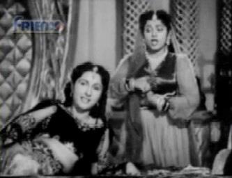 Juhi confides in her maid Yasmin