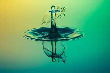 close up water drop photography