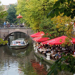 must-see-canal-cruise-excursion-utrecht-dutch-matters