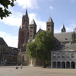 vrijthof_must-see-the-netherlands-old-town-Maastricht-excursion-management-255
