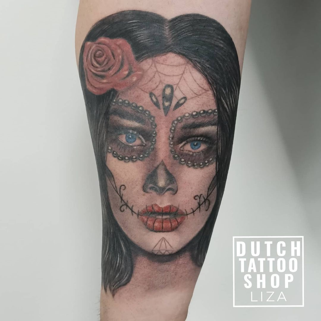 female-portrait-vrouwengezicht-tattoo-day-of-the-dead-make-up-sleeve