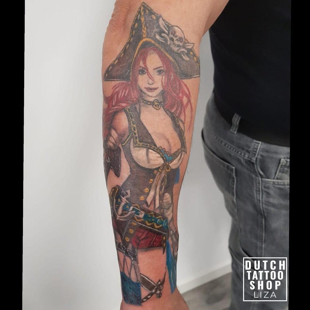 pin-up-sailor-sexy-tattoo-kleur-comic-arm