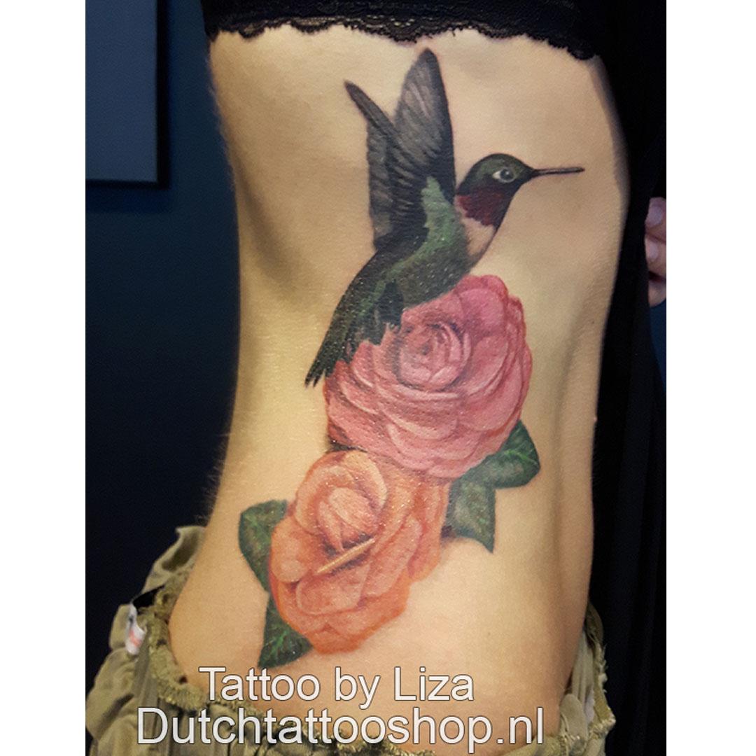 rozen-kolibrie-vrouwelijk-zij-tattoo