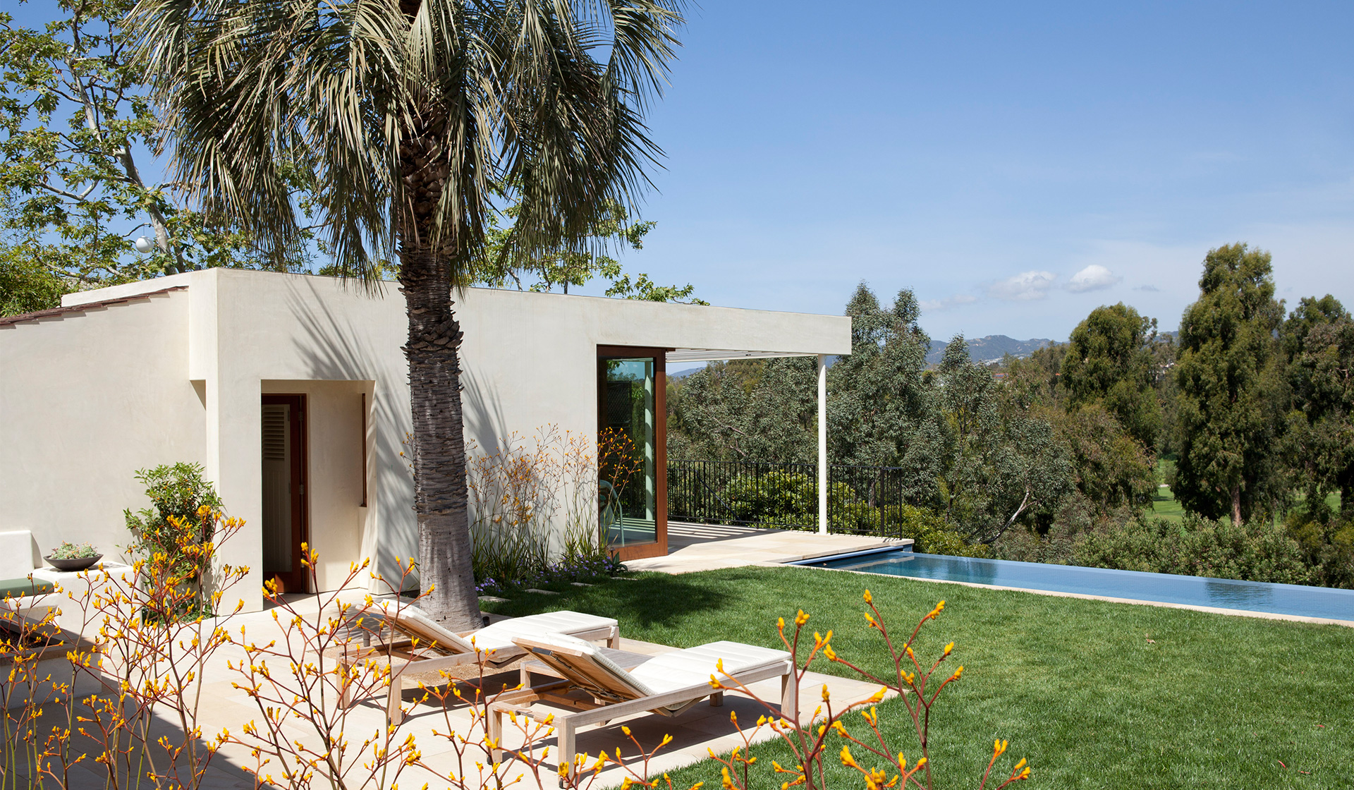 Modern Adobe House In California By Dutton Architects