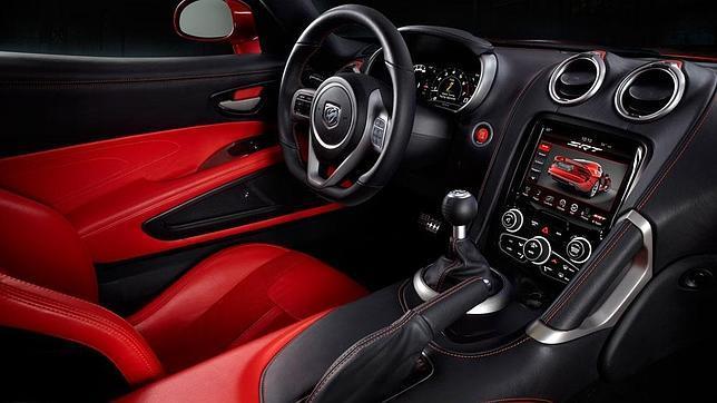 El fabricante asegura que, ahora sí, el interior goza de una calidad digna del vehículo de que se trata.