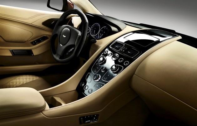 Un interior de lujo presenta el Aston Martin AM 310 Vanquish