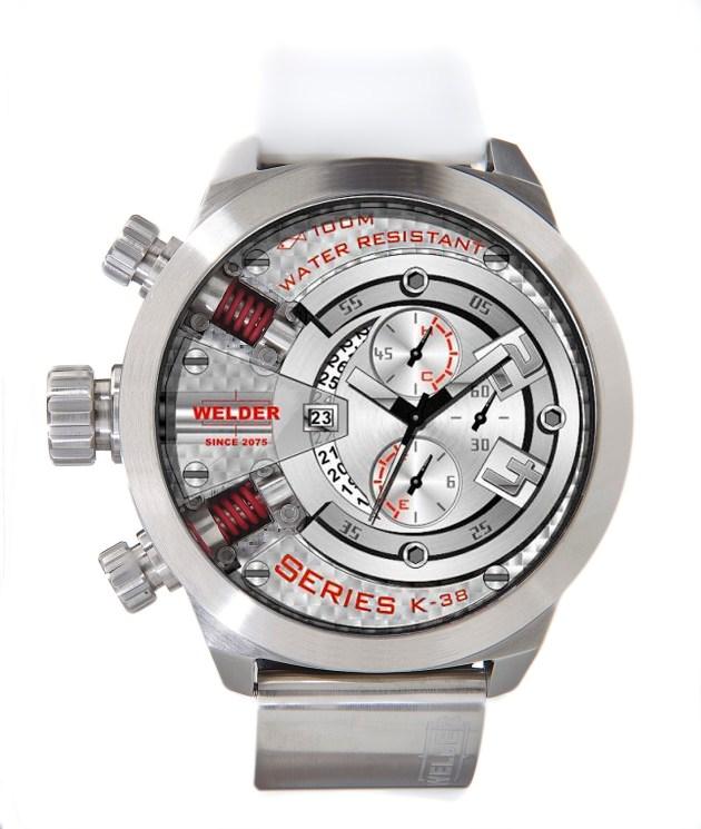 Blanco y rojo,  una combinación que triunfará sin remedio en 2012. Reloj discreto y muy especial el que presenta la marca Welder.