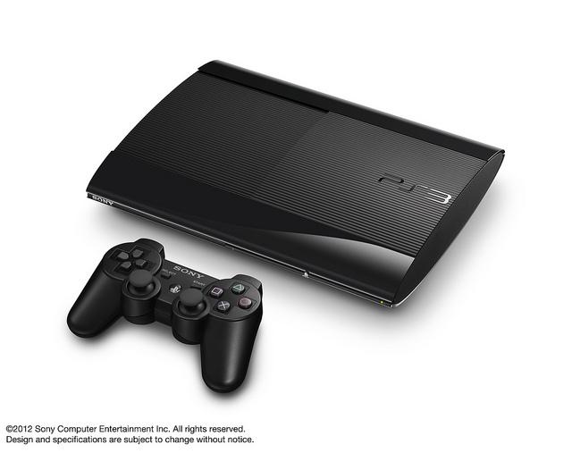 NUEVA PS3, Conecta tu sistema PS Vita a PlayStation 3 y disfruta de todavía más entretenimiento vayas donde vayas. Las funciones interplataforma combinan el sistema de entretenimiento doméstico definitivo con el revolucionario sistema portátil de PlayStation para ofrecerte experiencias interactivas únicas y nuevas formas de disfrutar de tus juegos preferidos.