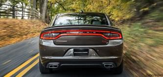 La suspensión de desempeño, el escape doble integrado de desempeño, los frenos de desempeño y el alerón de bajo perfil de tres piezas vienen estándar en todos los Dodge Charger R/T
