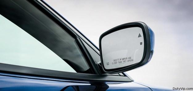 Los espejos exteriores disponibles con calefacción ayudan a despejar la visión trasera en esas frías mañanas de invierno.